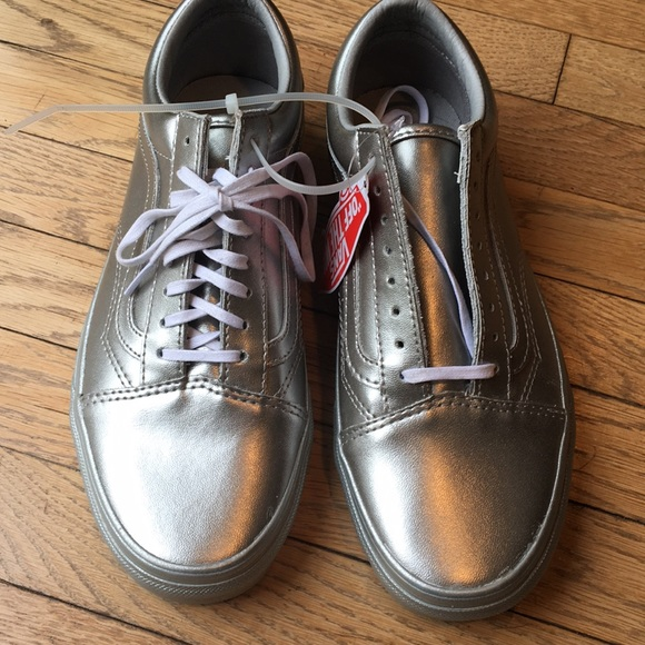 d5af236649 Vans metallic silver old skool leather sneakers